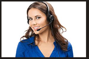 Foto einer Service Center Dame mit Headset zur Kontaktaufnahme